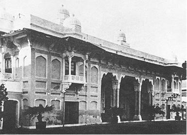 શાહજહાંનો મહેલ વીસમી સદીનો ફોટોગ્રાફ. ડાબી બાજુ ઝરૂખા સાથેનો ટાગોર ખંડ, જ્યાં 1878માં રવીન્દ્રનાથ રહ્યા હતા.